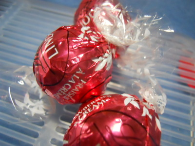 lindt, lindor, strawberries and cream, limited edition